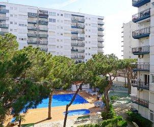 Apartamento   Blanes para 4 personas con piscina comunitaria p0