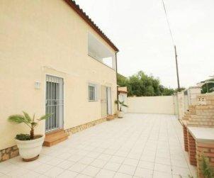 Villa   Empuriabrava para 6 personas con lavadora y cerca del mar p1