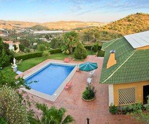 Villa   Málaga  -  Puerto de la Torre para 8 personas con piscina privada p0