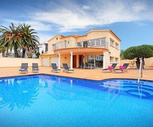 Villa   Empuriabrava para 10 personas con piscina privada p0