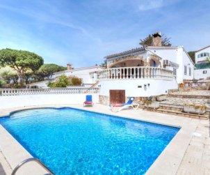 Villa   L'Escala para 4 personas con piscina privada p0