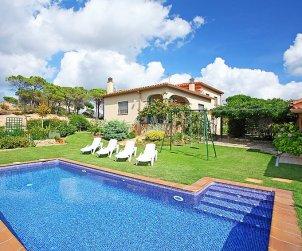 Villa   Vidreres para 6 personas con piscina privada p0