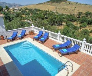 Villa   La Axarquía - Almogía para 6 personas con piscina privada p0