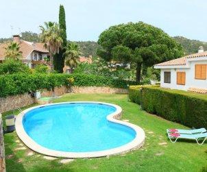 Villa   Tossa de Mar para 7 personas con piscina comunitaria p0