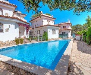 Villa   Miami Platja para 6 personas con piscina comunitaria p0