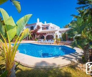 Villa   Moraira para 10 personas con piscina privada, internet y cerca del mar p0