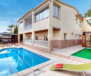 Villa   Lloret del Mar para 14 personas con piscina privada p0