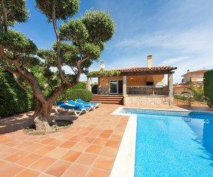 Villa   L'Escala para 13 personas con piscina privada p0