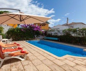 Villa   L'Escala para 6 personas con piscina privada p0