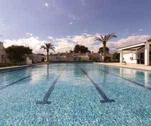 Villa   Deltebre  -  Riumar para 6 personas con piscina comunitaria p1