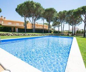 Villa   L'Escala para 6 personas con piscina comunitaria p0