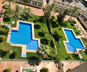 Apartamento   Benidorm para 6 personas con piscina comunitaria y A/C p1