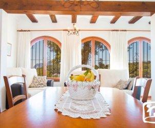 Villa   Benissa para 12 personas con piscina privada y wifi p0