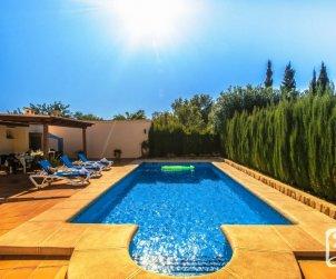 Villa   Benissa para 12 personas con piscina privada, vista mar y internet p2