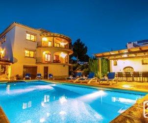 Villa   Benissa para 12 personas con piscina privada, vista mar y internet p1