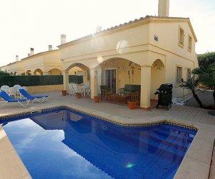 Villa   Deltebre  -  Riumar para 11 personas con piscina privada p0