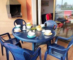 Apartamento   Empuriabrava para 7 personas con piscina comunitaria, vista mar y aere acondicionado p1