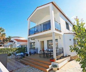 Villa   Cambrils para 9 personas con piscina comunitaria p0