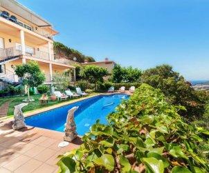 Villa   Lloret del Mar para 15 personas con piscina privada p2