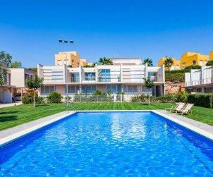 Villa   L'Ampolla para 6 personas con piscina comunitaria p0