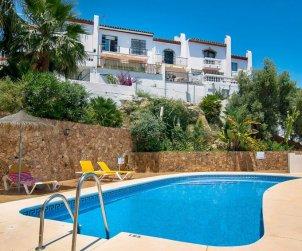 Villa   Nerja para 4 personas con piscina comunitaria p0