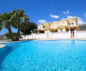 Villa   Calpe para 8 personas con piscina comunitaria p0