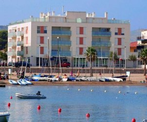 Apartamento   L'Escala para 4 personas con parking privado, aere acondicionado y cerca del mar p0