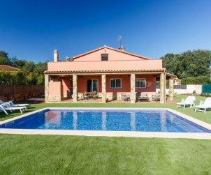 Villa   Caldes de malavella para 8 personas con piscina privada p0