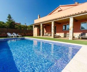 Villa   Caldes de malavella para 8 personas con piscina privada p1