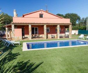 Villa   Caldes de malavella para 8 personas con piscina privada p2