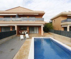 Villa   L'Ampolla para 6 personas con piscina privada p0