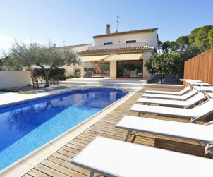 Villa   L'Ampolla para 8 personas con piscina privada p2