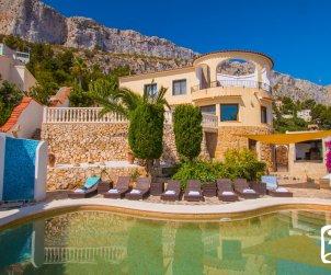 Villa   Calpe para 8 personas con piscina privada, aere acondicionado y vista mar p1