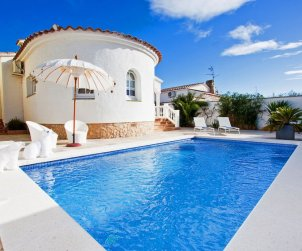 Villa   Empuriabrava para 6 personas con piscina privada p1