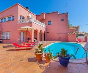 Villa   Empuriabrava para 8 personas con piscina privada p0