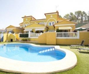 Villa   Calpe para 4 personas con piscina comunitaria p0