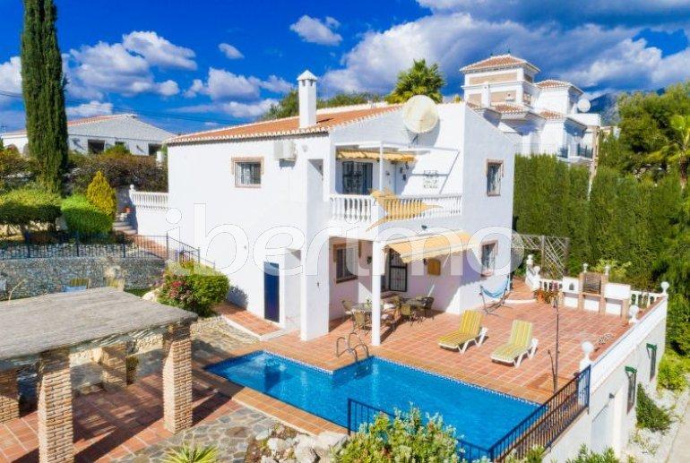 Villa   Nerja para 8 personas con piscina privada p0