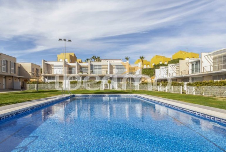 Villa   L'Ampolla para 6 personas con piscina comunitaria p7