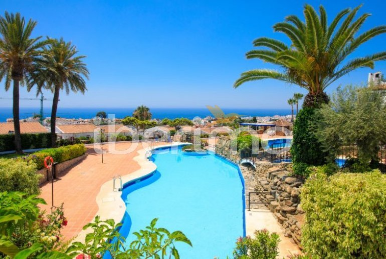 Villa   Nerja para 6 personas con piscina comunitaria p0
