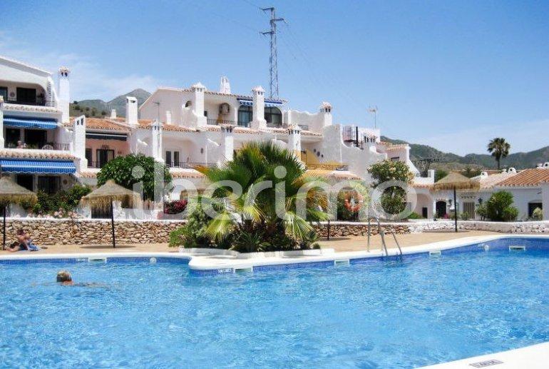 Apartamento   Nerja para 4 personas con piscina comunitaria p0