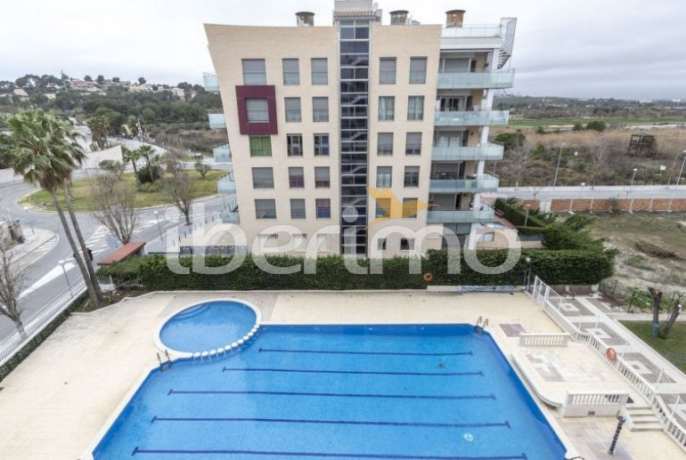 Apartamento   La Pineda para 4 personas con piscina comunitaria p0