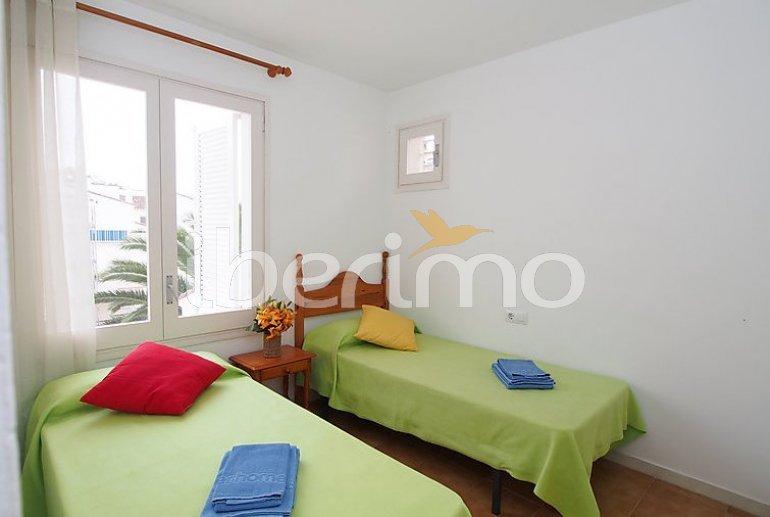 Apartamento   Rosas para 6 personas con lavadora p12