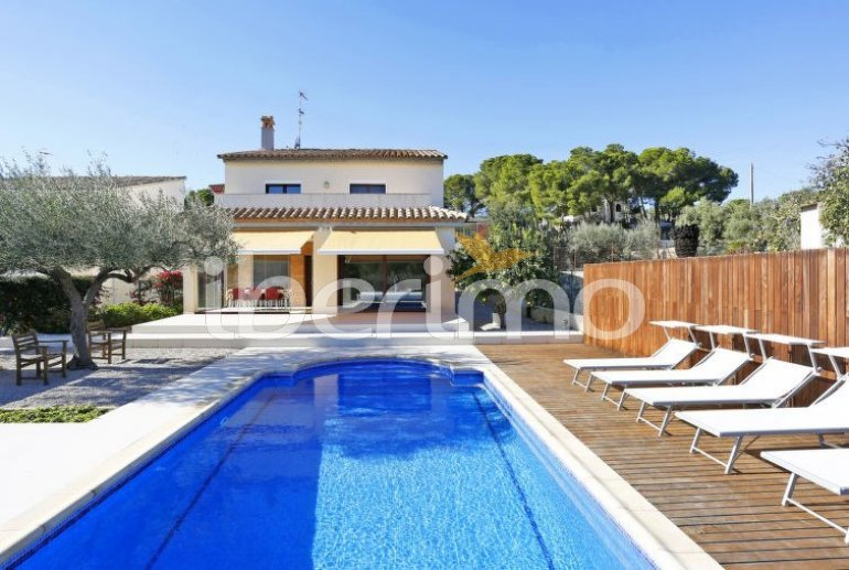 Villa   L'Ampolla para 8 personas con piscina privada p0